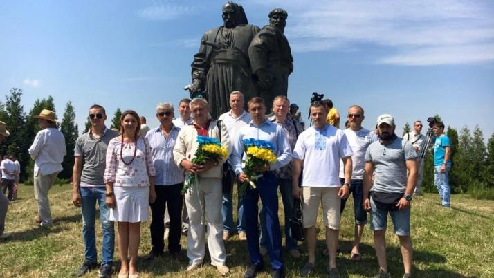 Молебень, покладання квітів та ярмарок: Україна відзначила 365-ту річницю битви під Берестечком