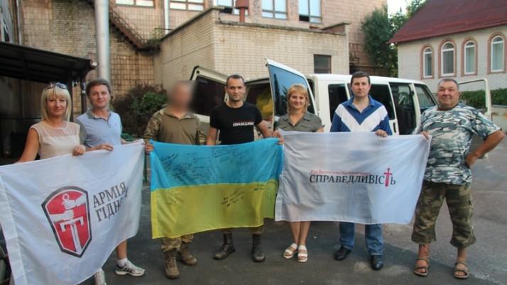 Команда Руху «Справедливість» доставила допомогу в Красногорівку, що потерпає від обстрілів