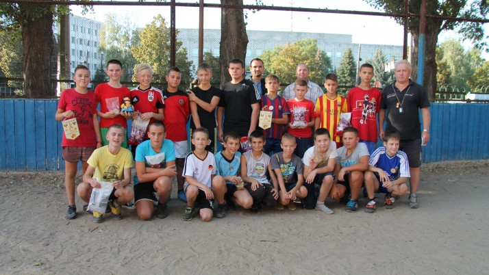 Волонтери Руху «Справедливість» у Чернігові заохочують дітей до спорту