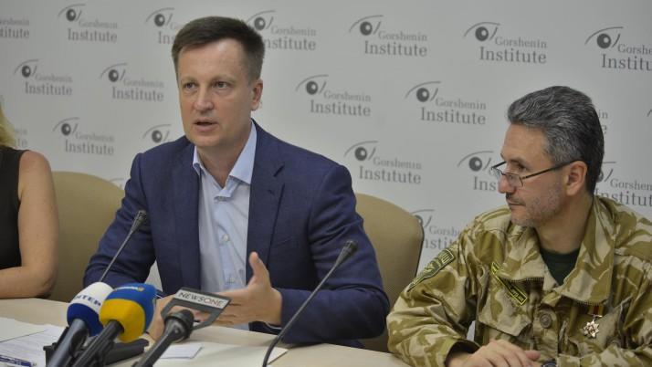 Чому громадянство надають тим, хто голосував за анексію Криму, а не тим, хто захищає Україну від російської агресії?