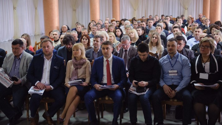 """Сотня Наливайченка. Політик зібрав у Рівному перших 100 депутатів різних рівнів від """"Справедливості"""""""