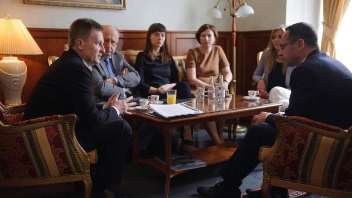 «Україні буде складно повернути анексований Крим і окуповані території сходу без підтримки широкої міжнародної коаліції на чолі з США», — Наливайченко