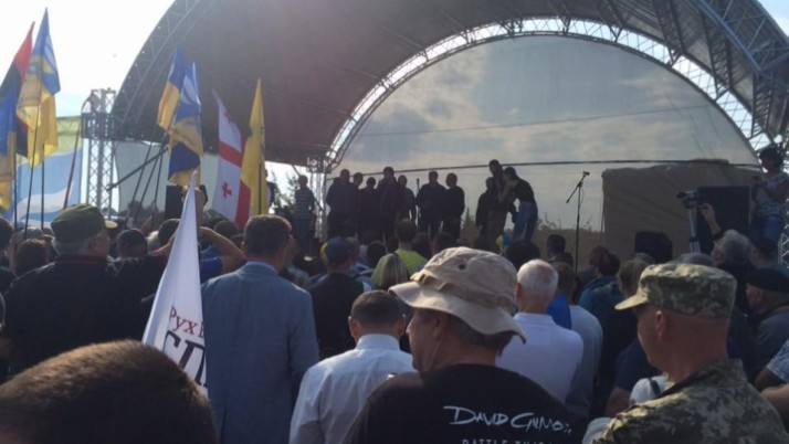 Чернівецька команда «Справедливості» чекає на Саакашвілі у пункті пропуску «Краковець»
