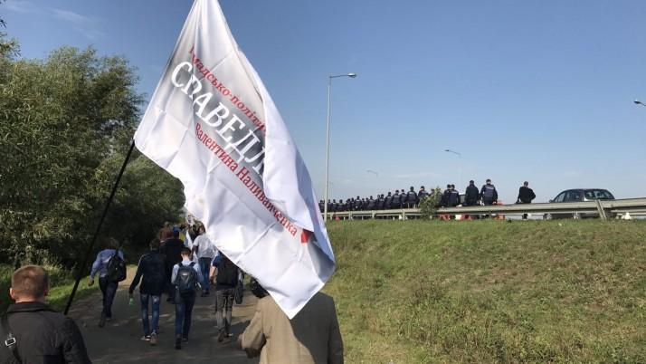 Команда Наливайченка не відступить від принципів демократії: колона Руху «Справедливість» наближається до кордону