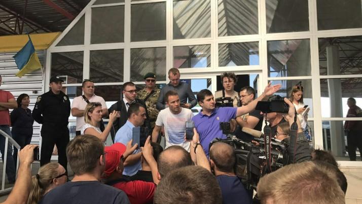 Влада стягує на українсько-польський кордон озброєних «титушек»