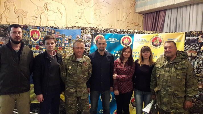 Нагороду «Лицарський хрест» отримали троє бійців-добровольців, яких рекомендували волонтери Руху «Справедливість»