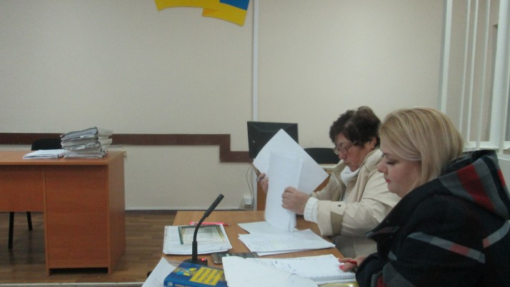 Суд у справі матері захисника України з вини «потерпілих» перетворюється на тяганину та фарс