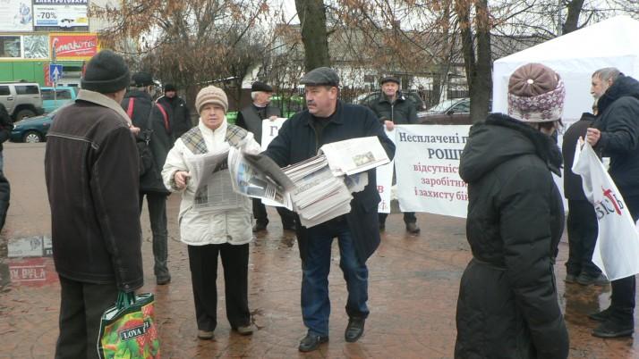«Вимагаємо справедливості!» в Бучі: люди обурені інформацією про офшори президента