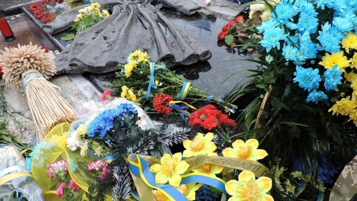 Активісти Руху «Справедливість» на Чернігівщині та Київщині вшанували пам'ять Героїв Крут (фото, відео)