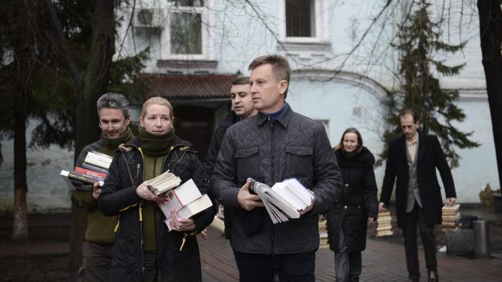 Окрім лікарів і медикаментів ПДМШ везе на схід України «духовну їжу»