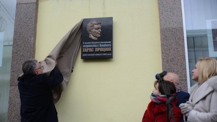 У Києві відкрили пам'ятну дошку журналісту «Reuters» Тарасу Процюку (фото)