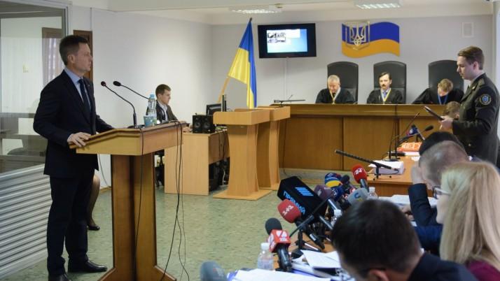 Янукович — державний зрадник. Він здавав Україну з першого дня перебування на посаді президента, — В.Наливайченко
