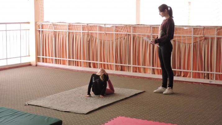 Вправні та гнучкі: Чернігів провів відкриті міські змагання з основ акробатики серед дітей (фото)