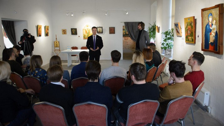 Наливайченко у Дніпрі зустрівся з молодю (відео)
