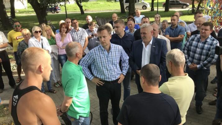 Валентин Наливайченко підтримав протест проти закриття Млинівської гімназії