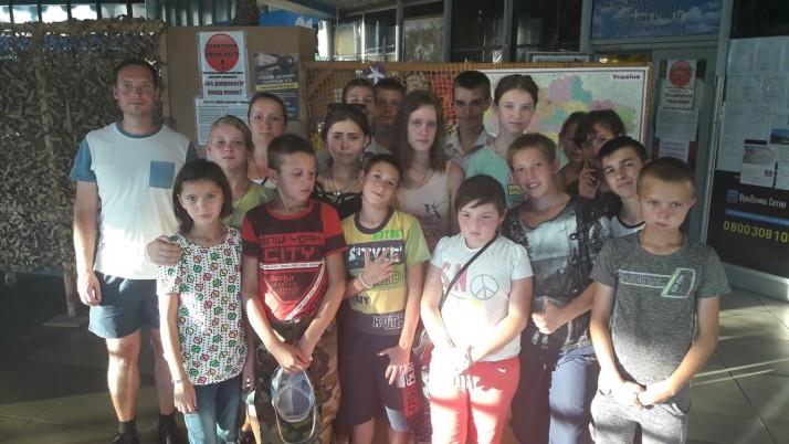 Як волонтери й представники «Справедливості» приймали дітей зі сходу України