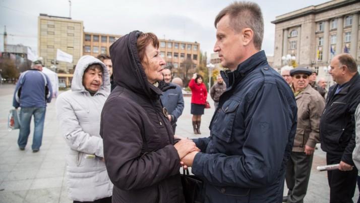 Валентин Наливайченко поспілкувався з черкащанами на Соборній площі