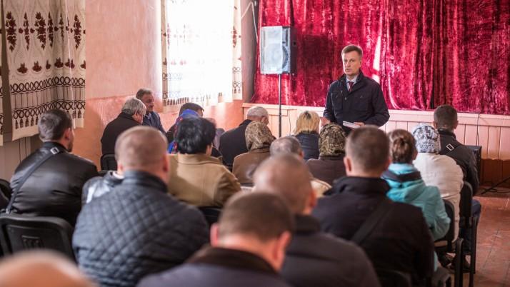 Валентин Наливайченко зустрівся з громадою в Купчинцях