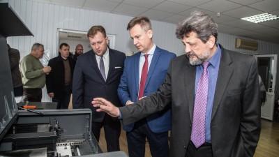 Валентин Наливайченко: «Дайте людям спокійно працювати!»