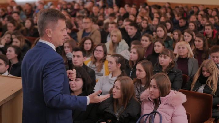 Валентин Наливайченко обговорив зі студентами план відновлення миру