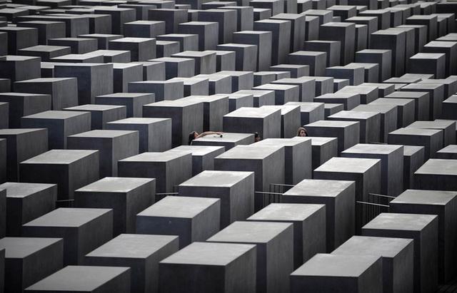 Memorial-zhertvam-holokosta-letom